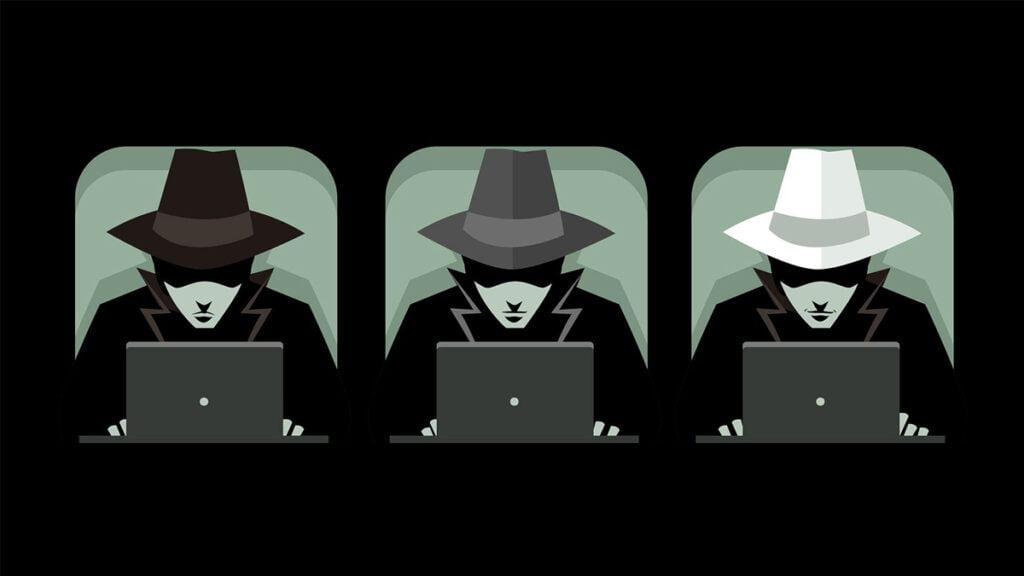 تصویری از سه شخص در سه قاب که تنها تفاوت آنها رنگ کلاههای آنهاست. کلاهها به ترتیب از سمت چپ عکس سیاه، خاکستری و سفید. این عکس تداعی کننده بحث سئو کلاه سفید، کلاه خاکستری و کلاه سیاه است.